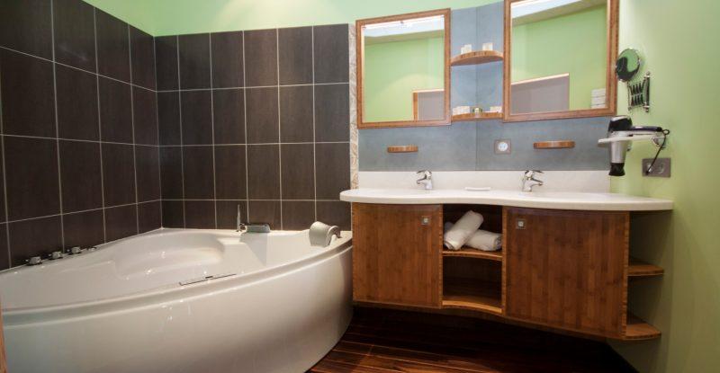 salle-de-bain-suite-de-l-hotel-le-prieure.2_f