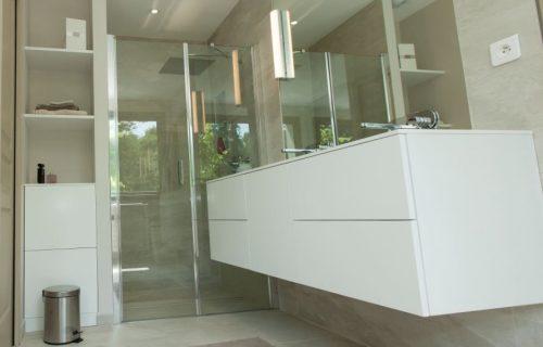 meuble-salle-de-bain-blanc-epure_f